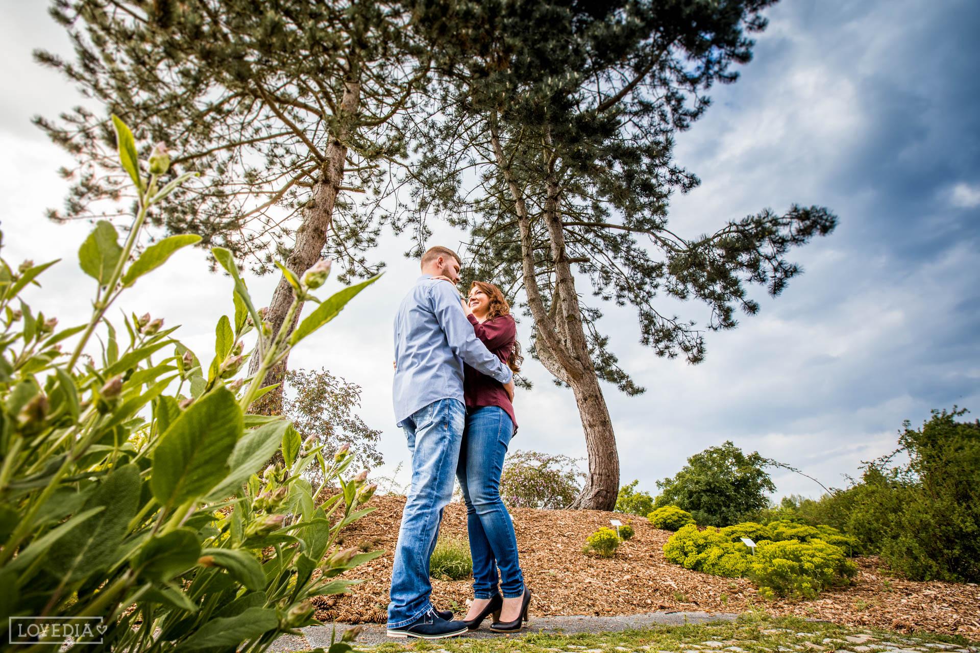 Romantisches Paar Fotoshooting In Loki Schmidt Garten