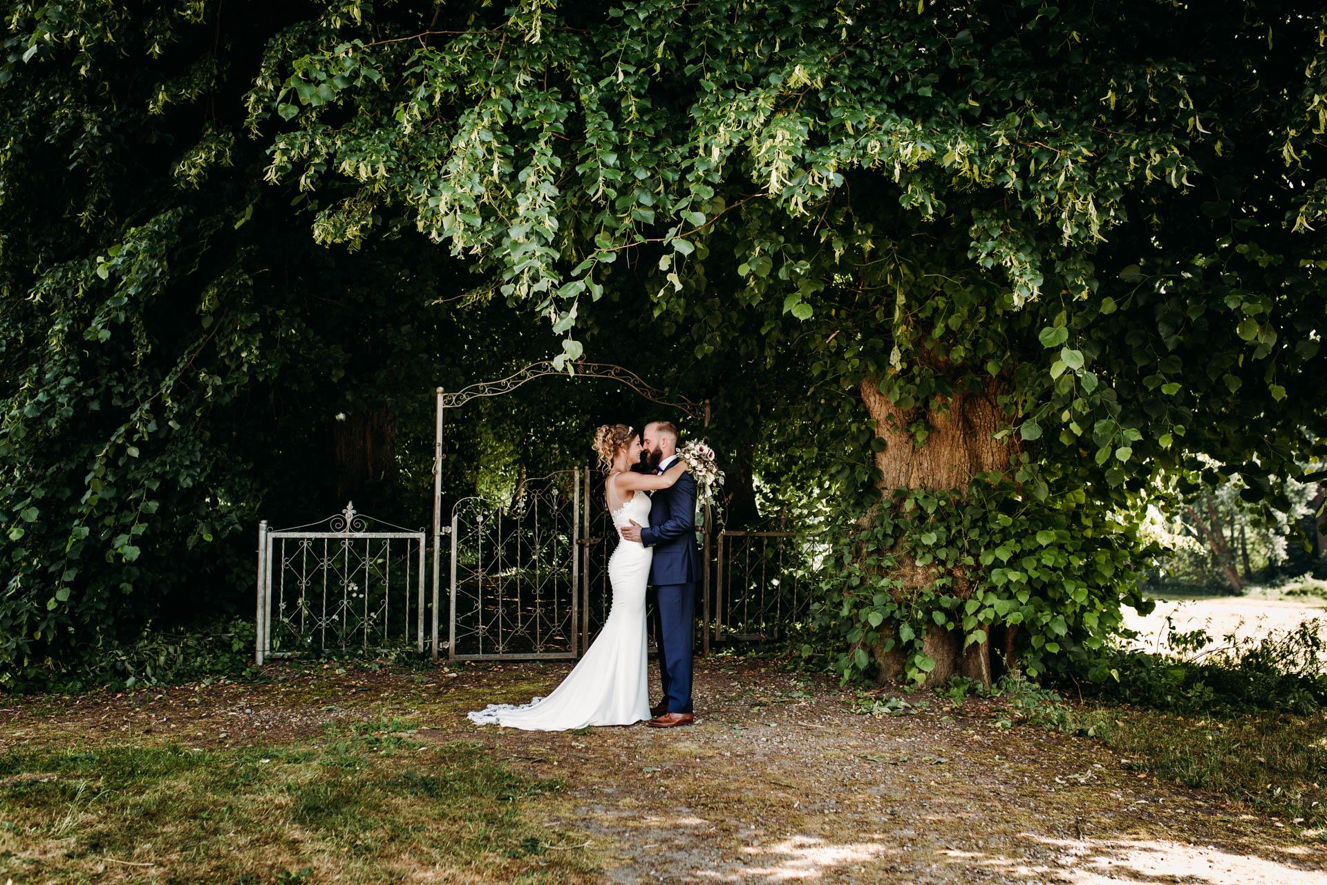 Hochzeitsfotograf für kreative und emotionale Hochzeitsportraits & Hochzeitsreportagen in Landgestuet Traventhal