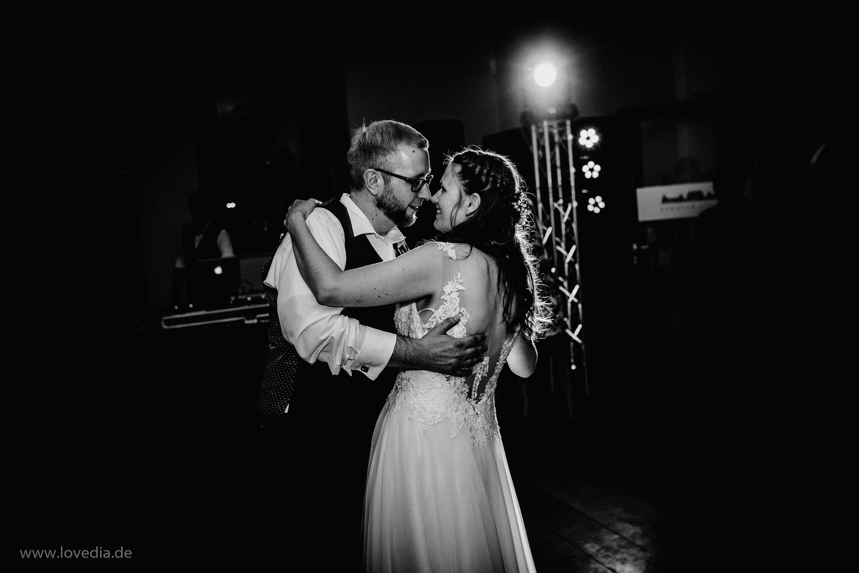 Hochzeitsfotograf für kreative und emotionale Hochzeitsportraits & Hochzeitsreportagen in im Schloss Bothmer, Kluetz