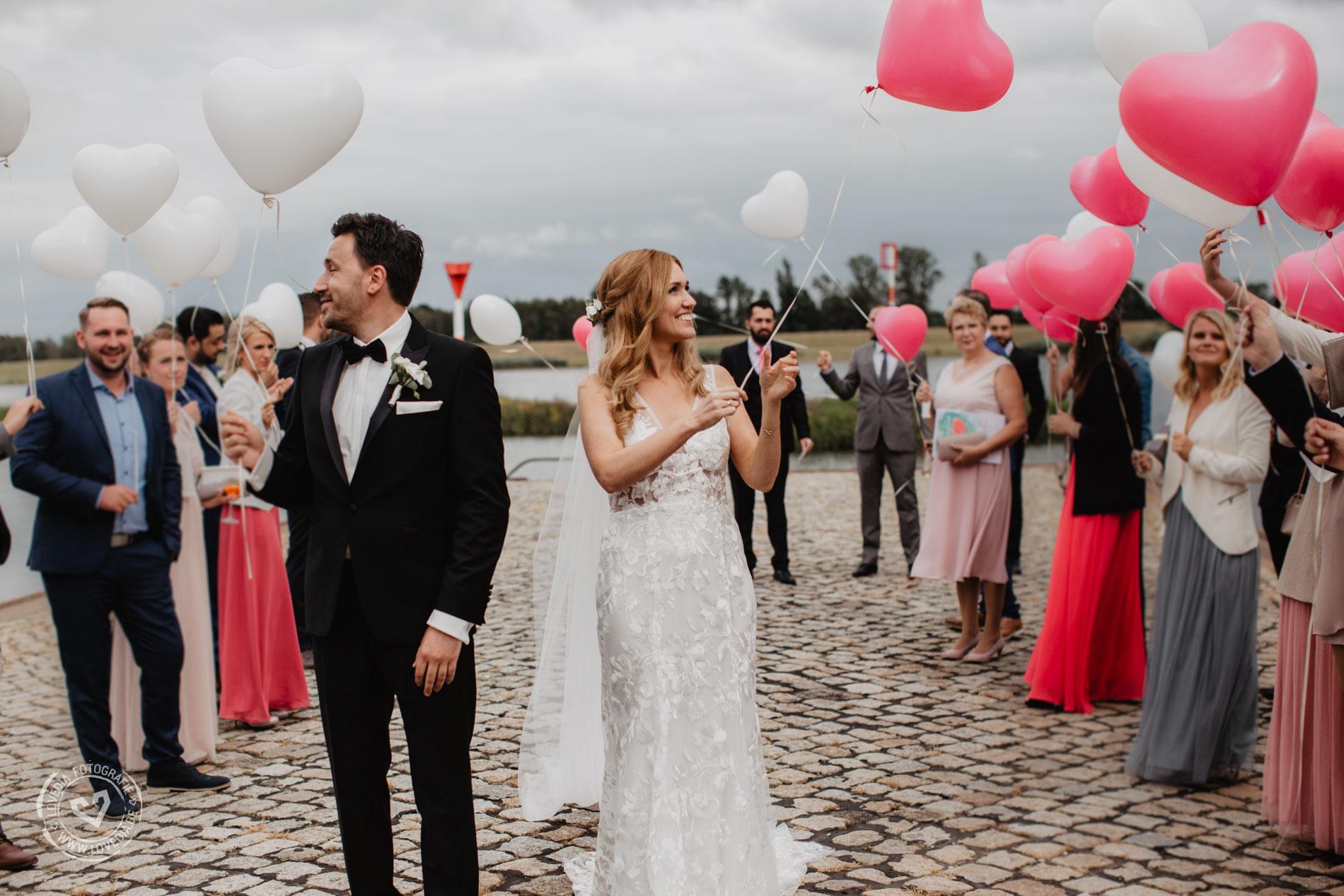 Als Hochzeitsfotografin begleitete ich das Brautpaar im Zollenspieker Fährhaus in Hamburg