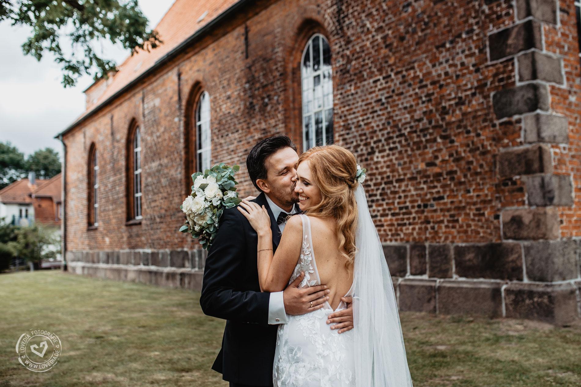 Als Hochzeitsfotografin begleitete ich das Brautpaar in der Ahrensburger Schlosskirche