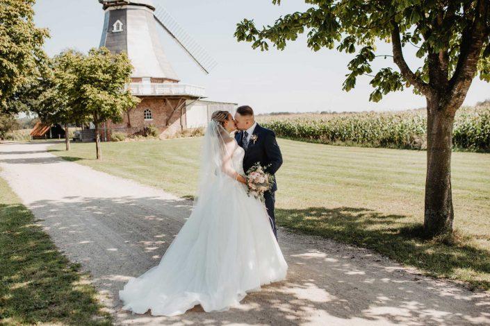 Hochzeitsfotos vom Brautpaar bei der Mühle in Hamburg